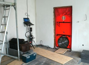 Testing the house airtightness by the blower door test